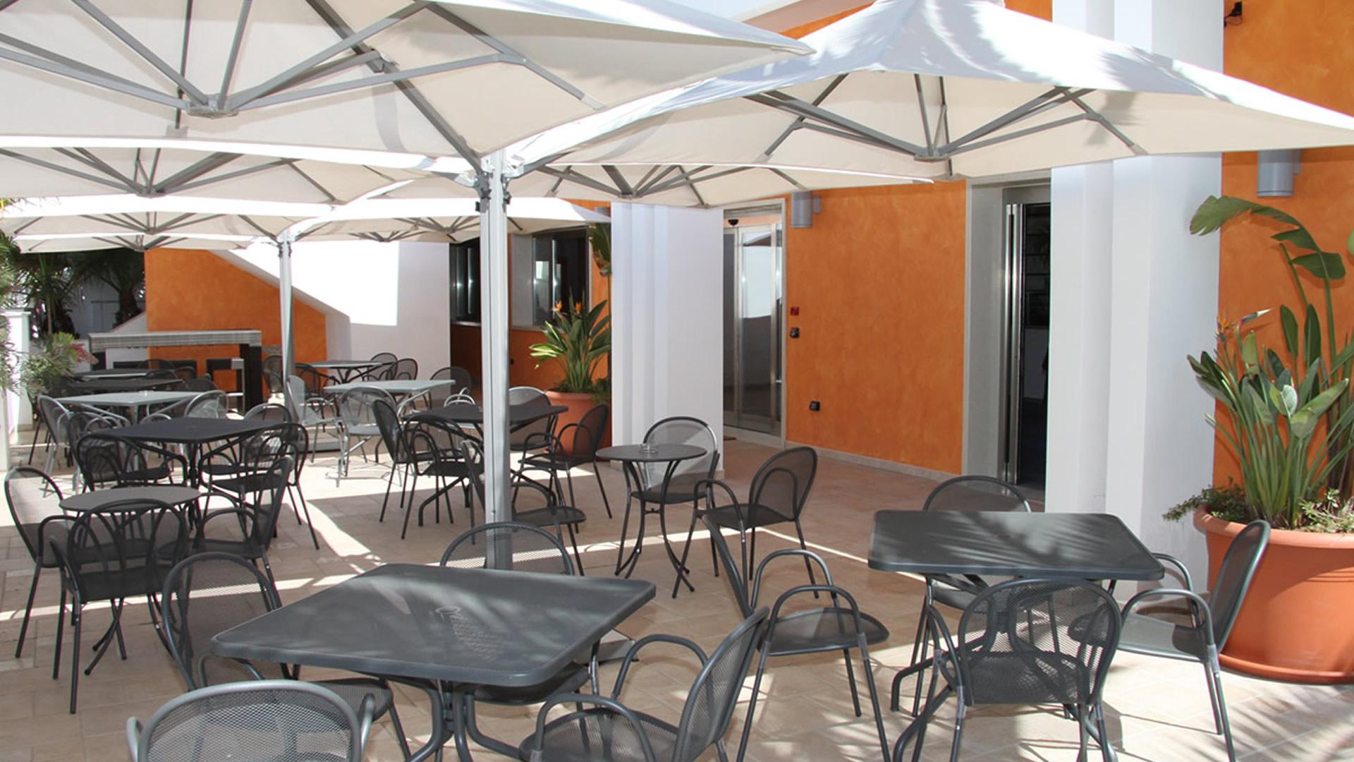 Esterno Bar e Reception